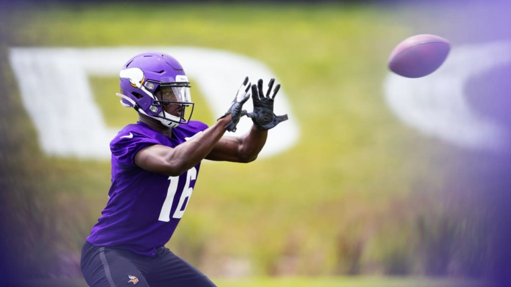 Vikings Sign Rookie WR Davion Davis to Active...