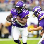 Attacking Eagles Defense to Challenge Vikings Run...