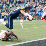 Seahawks TE Jacob Hollister hauls in first 2...