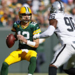 how-aaron-rodgers-and-packers-are-keeping-defenses