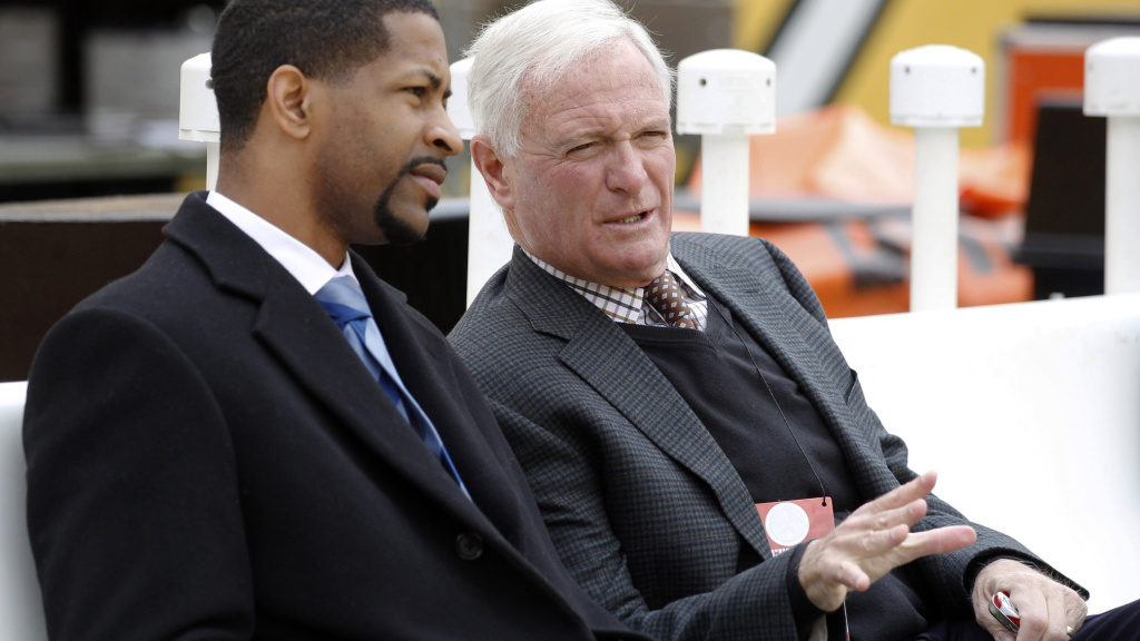 Browns request permission to interview Eagles VP...