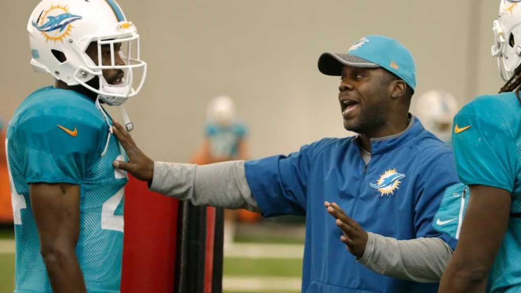 5 Things to Know About New Vikings DBs Coach...
