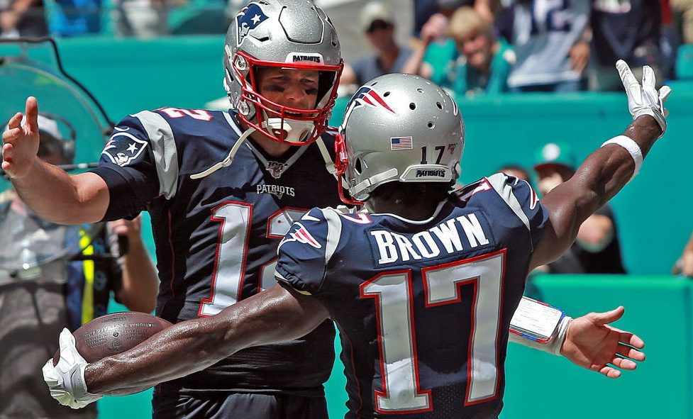 Tom Brady shows support for Antonio Brown