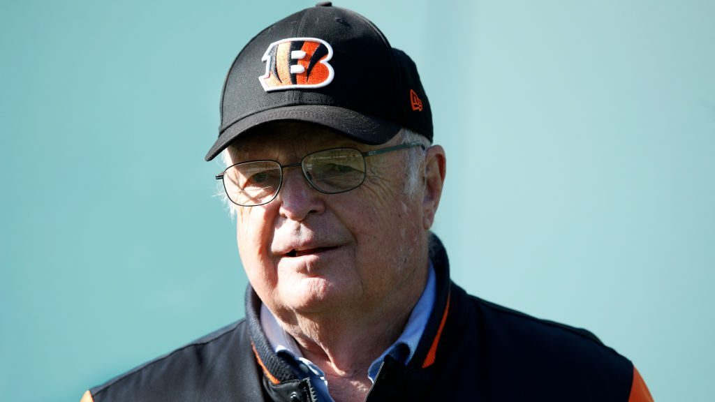 Former Bengals say owner told them not to kneel