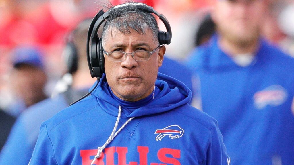 Chicago Bears entrusting new offensive line coach...