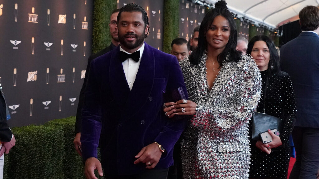 Russell Wilson announces birth of son
