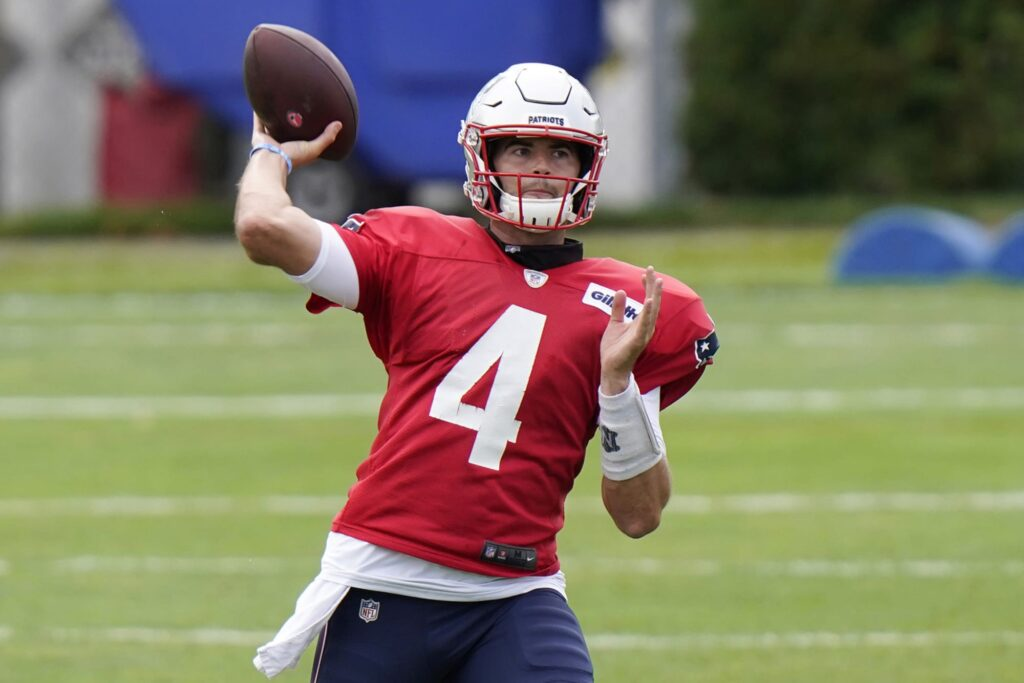 Jarrett Stidham battling leg injury and Pats will...