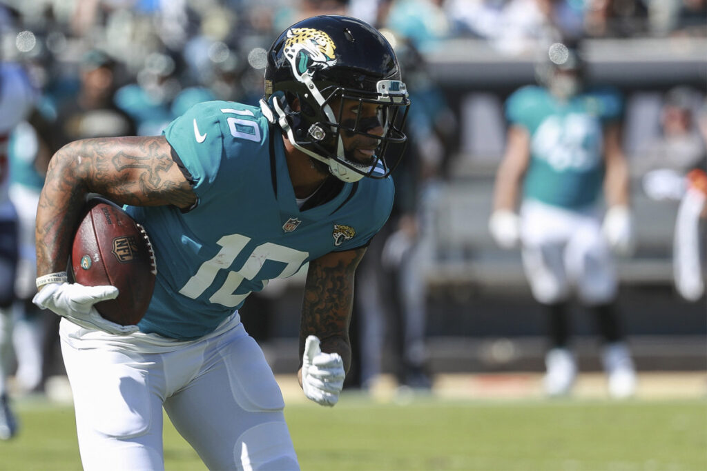 Jets adding Donte Moncrief to depleted...