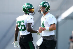 Jets' Le'Veon Bell gushes about Sam Darnold, gives...