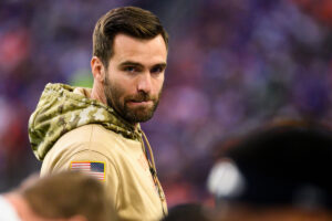 Jets' Joe Flacco remains on track for September...