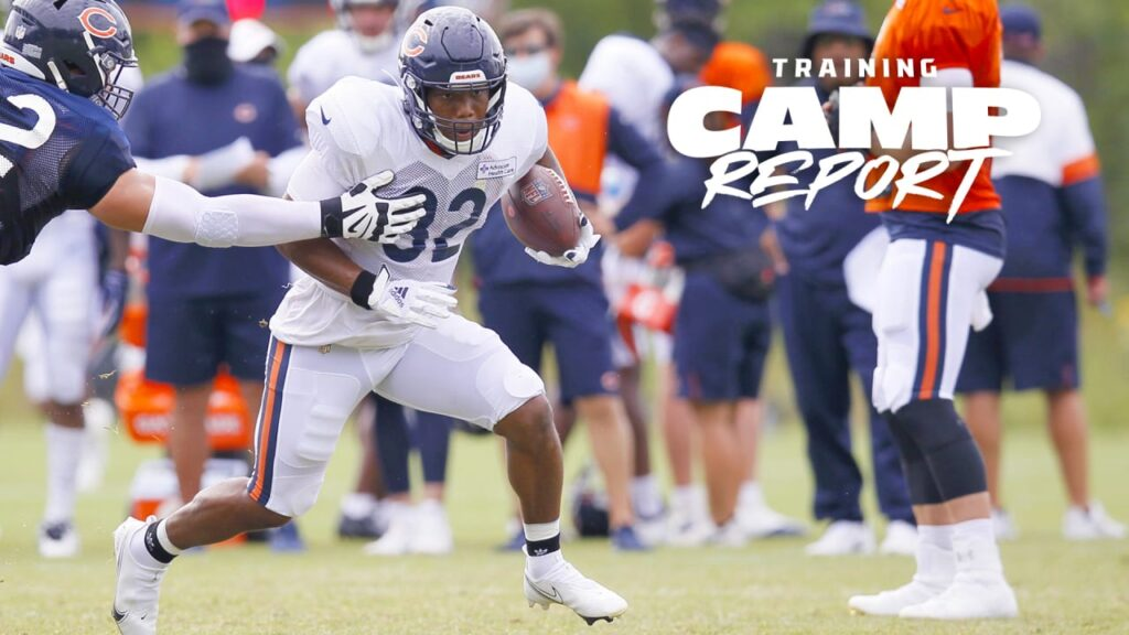 Chicago Bears RB David Montgomery leaves training...