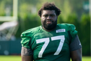 Mekhi Becton's knee gives Jets another injury...
