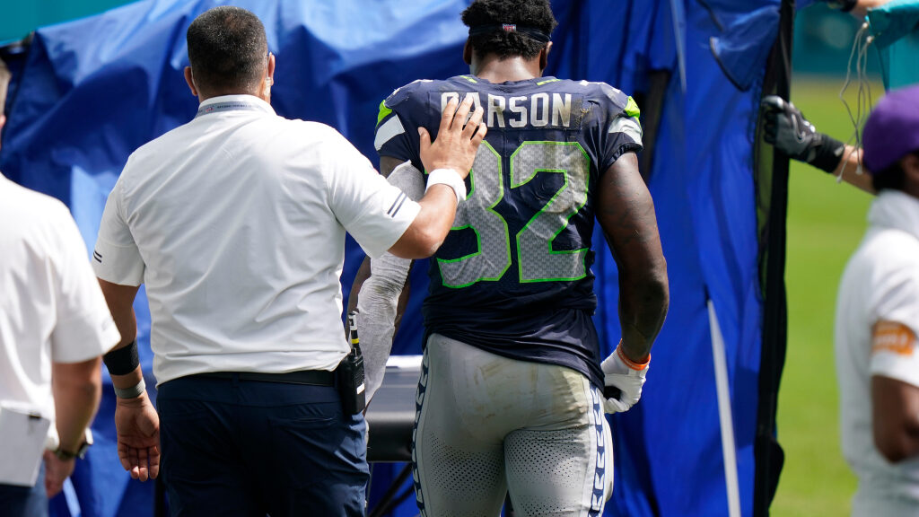 Seahawks Chris Carson returns to Dolphins game...