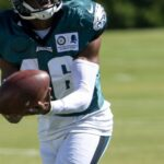 Adrian Killins signs to the Philadelphia Eagles...