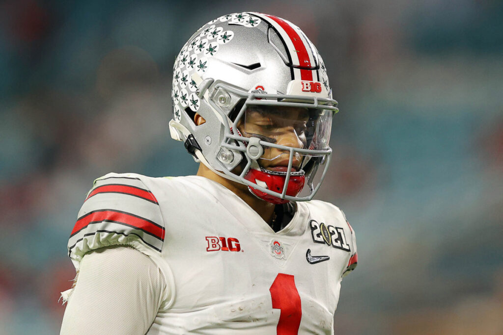 Justin Fields officially declares for 2021 NFL...