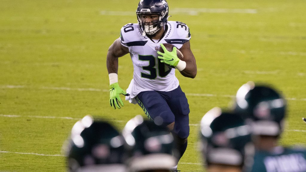 Why Seahawks should keep free agent RB Carlos Hyde...