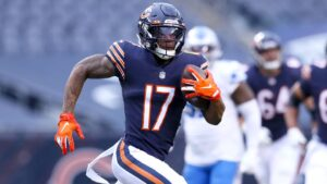 Chicago Bears WR Anthony Miller surprises student...