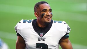 Eagles' Jalen Hurts surprises 7-year-old, family...