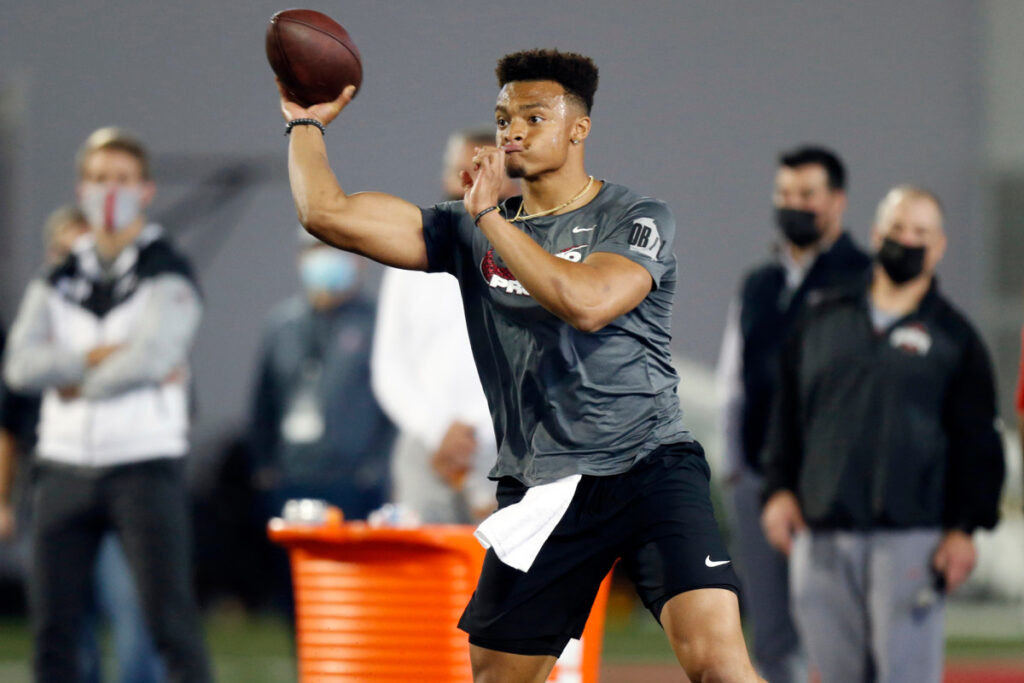 Justin Fields wows with Jets leaning Zach Wilson...