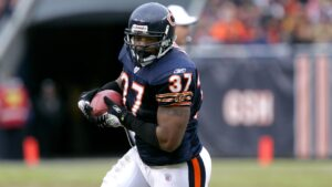 Former Chicago Bears FB Jason McKie excited to...