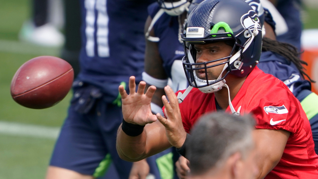 Best rookie and veteran photos from Seattle...