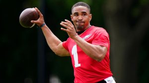 Jalen Hurts making good first impression as...