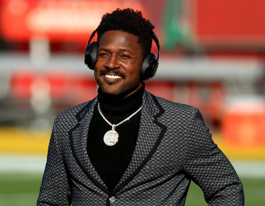 Antonio Brown goes viral with player introduction...